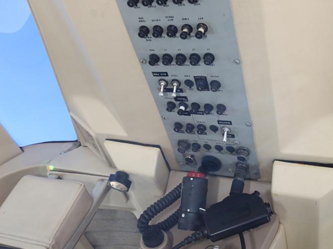 16 - Cockpit